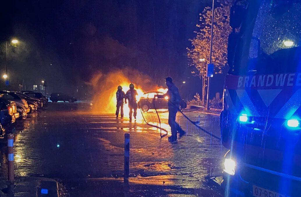 Auto in brand gestoken Putselaan Rotterdam
