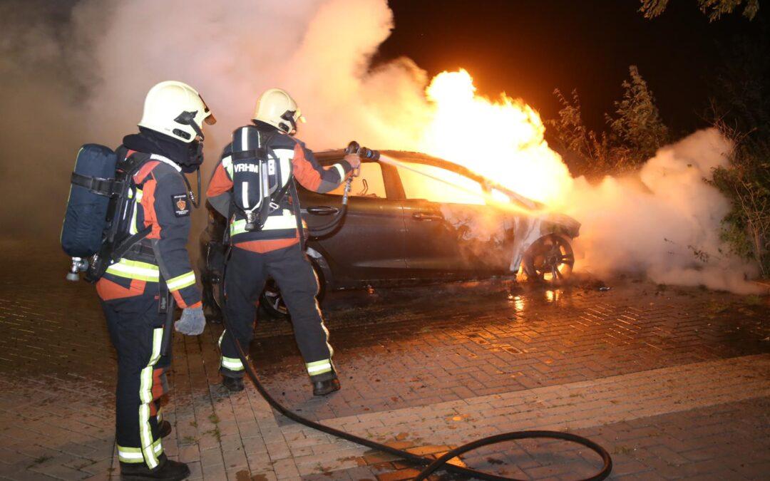 Auto in brand Bredeweg Haastrecht
