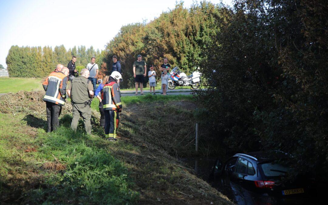 Auto te water van Oudheusdenweg Zevenhuizen