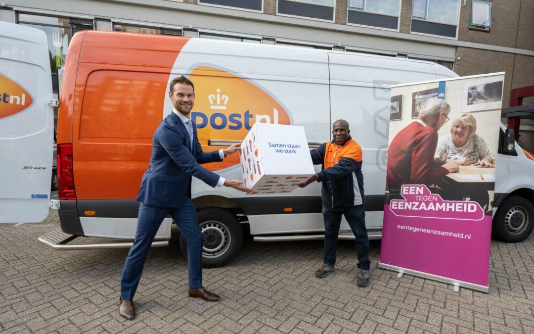 """PostNL en gemeente Rotterdam slaan handen ineen in strijd tegen eenzaamheid; """"bezorgers komen geregeld eenzaamheid tegen"""""""