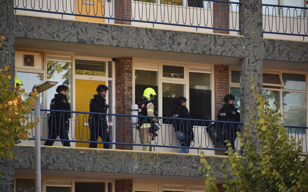 Persoon aangehouden door arrestatieteam Achillestraat Rotterdam