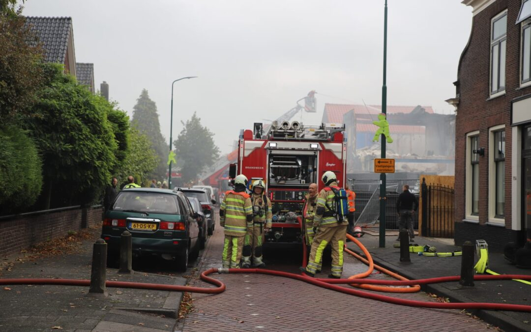 Grote brand in pand aan Leidsestraatweg in Woerden