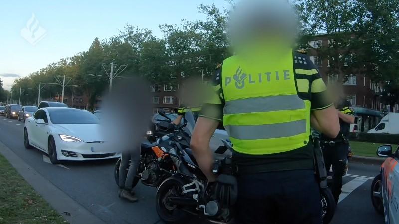 Twee motorrijders opgepakt na viraal gegaan racefilmpje