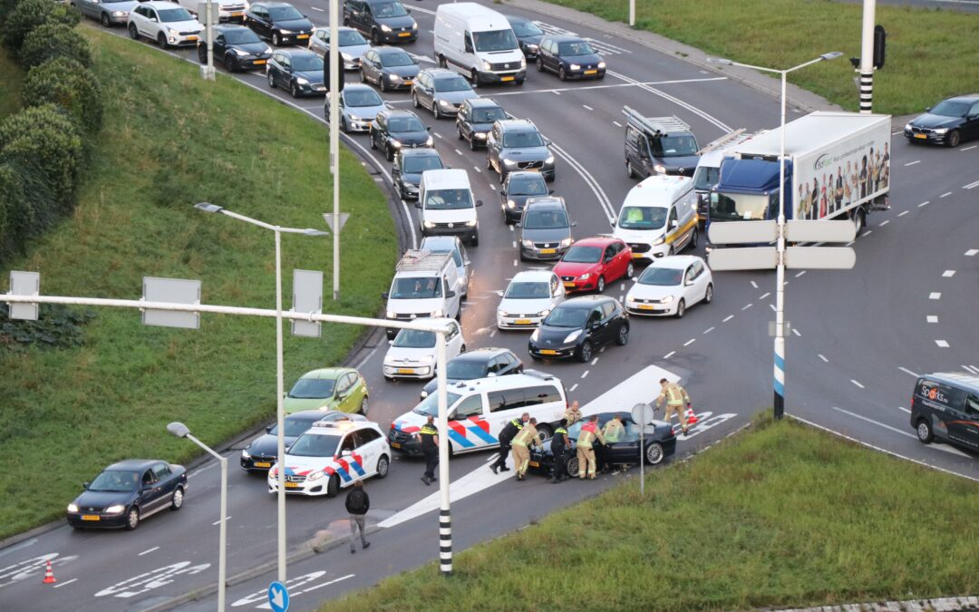 Kleine brand in auto Capelseplein Capelle aan den IJssel (video)