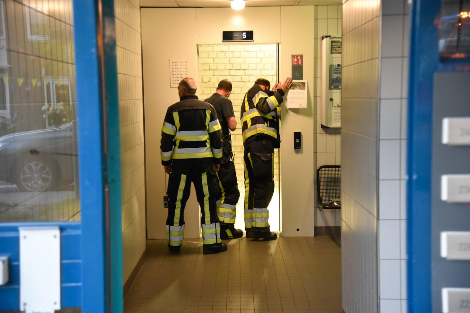 Brandlucht laat brandweer uitrukken naar flat Tijmweg Hoogvliet -.